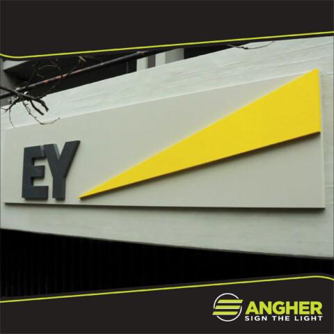 Insegna grande impianto EY