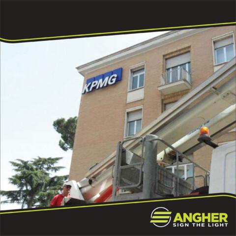 Insegna grande impianto KPMG